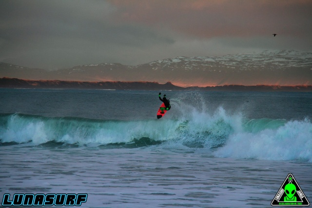 Click the shot to see more fo the Lunasurf 6/4 hooded wetsuit