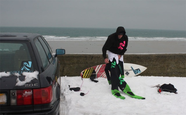 Click either shot to find out more about the full range of Lunasurf Cold Water Wetsuits.